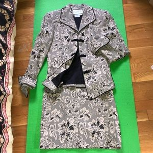 Mary Mc Fadden skirt suit